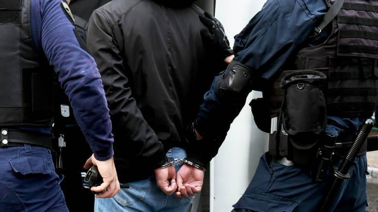 Θεσσαλονίκη: Χειροπέδες στον άνδρα που παρίστανε τον αστυνομικό για να παγιδεύσει τα θύματά του