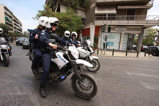Επεισόδια με αστυνομικούς στην πλατεία της Νέας Σμύρνης