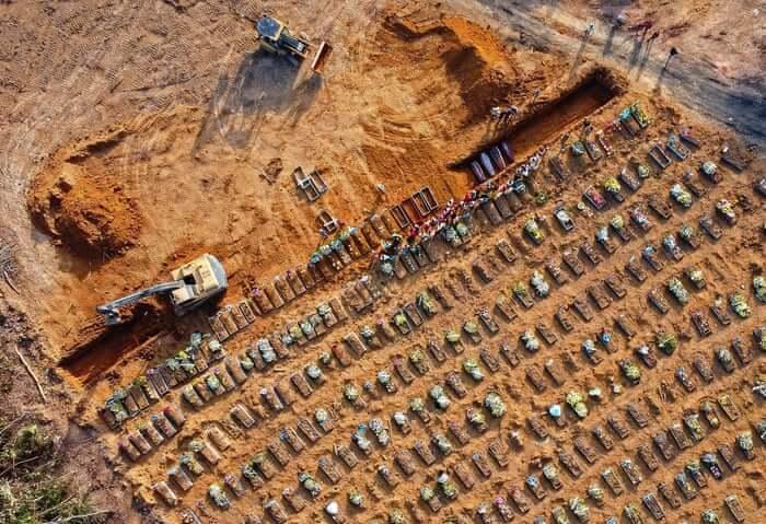 Βραζιλία: Σε οριακό σημείο η πανδημία-Αδειάζουν τάφους για να χωρέσουν οι νέοι νεκροί