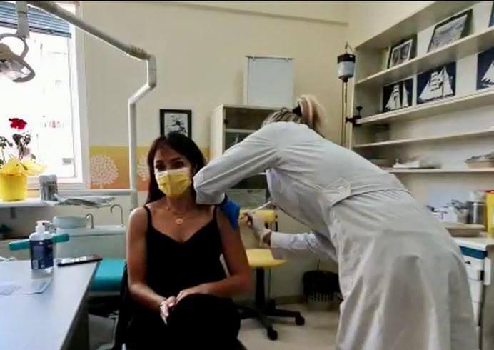 Με AstraZeneca εμβολιάστηκε η Δόμνα Μιχαηλίδου