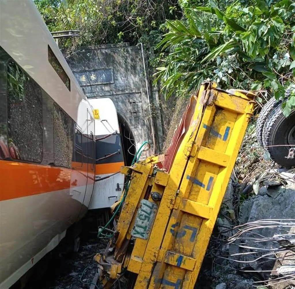 Ταϊβάν: Τρένο συγκρούστηκε με όχημα σε στοά-Τουλάχιστον 36 άνθρωποι νεκροί