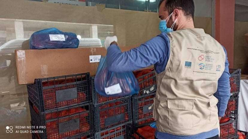 Πειραιάς: Με πρωτοβουλία Δήμου & ΚΟ.Δ.Ε.Π μοιράστηκαν σε ευπαθείς ομάδες είδη για το πασχαλινό τραπέζι