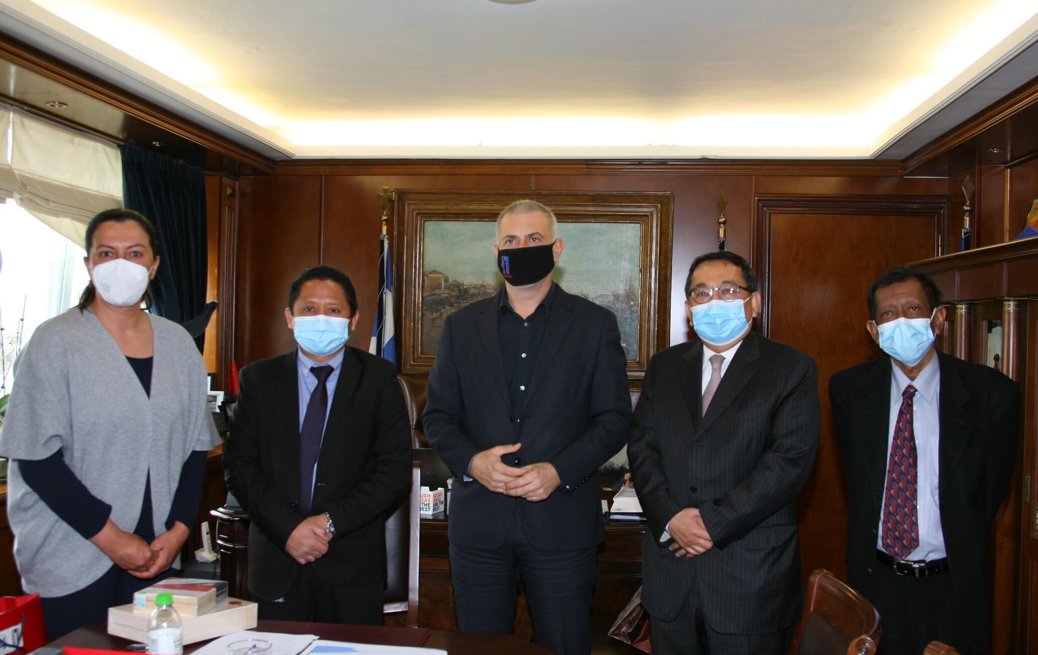 Πειραιάς: Εθιμοτυπικές συναντήσεις του Γιάννη Μώραλη με τους πρέσβεις της Ινδίας και της Δημοκρατίας της Ινδονησίας