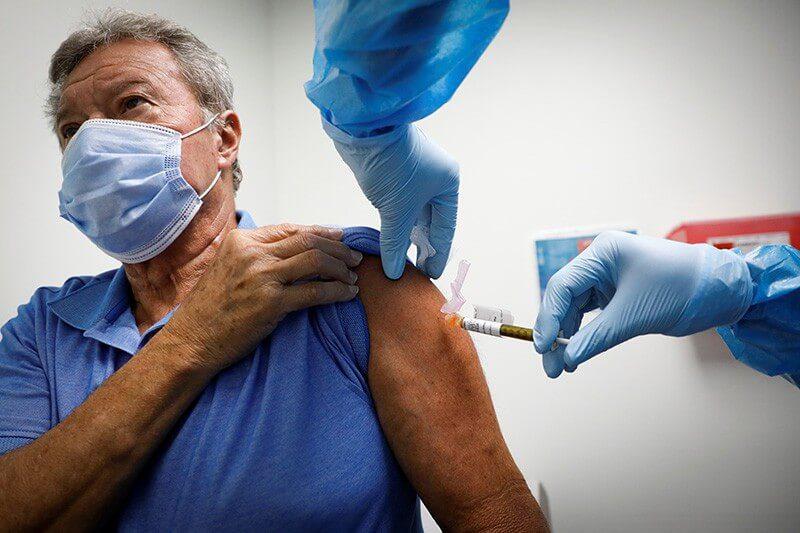 Εμβολιασμοί: Ανοίγει σήμερα η πλατφόρμα για τις ηλικίες 65-69