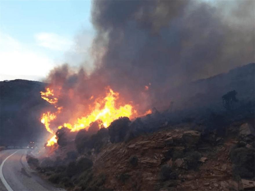 Πυρκαγιές σε Βαρνάβα και Ελευσίνα - Πνέουν ισχυροί ανέμοι