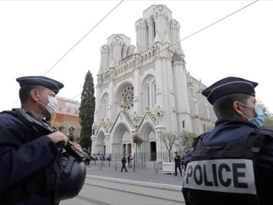 Τρομοκρατικό χτύπημα στο Παρίσι: Άνδρας σκότωσε γυναίκα αστυνομικό