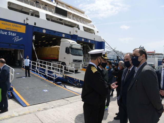 Στο Λιμάνι του Πειραιά ο Γιάννης Πλακιωτάκης: Λίγο ακόμη υπομονή για να κερδίσουμε πάλι τη ζωή μας