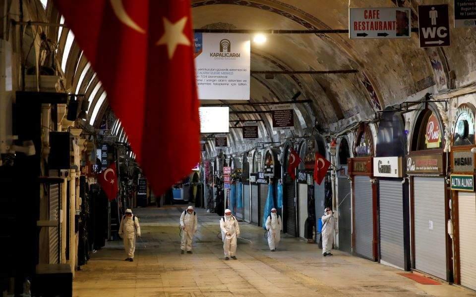 Τουρκία: Έκρηξη κρουσμάτων κορωνοϊού- Για «κοινωνική δολοφονία» μιλούν οι γιατροί