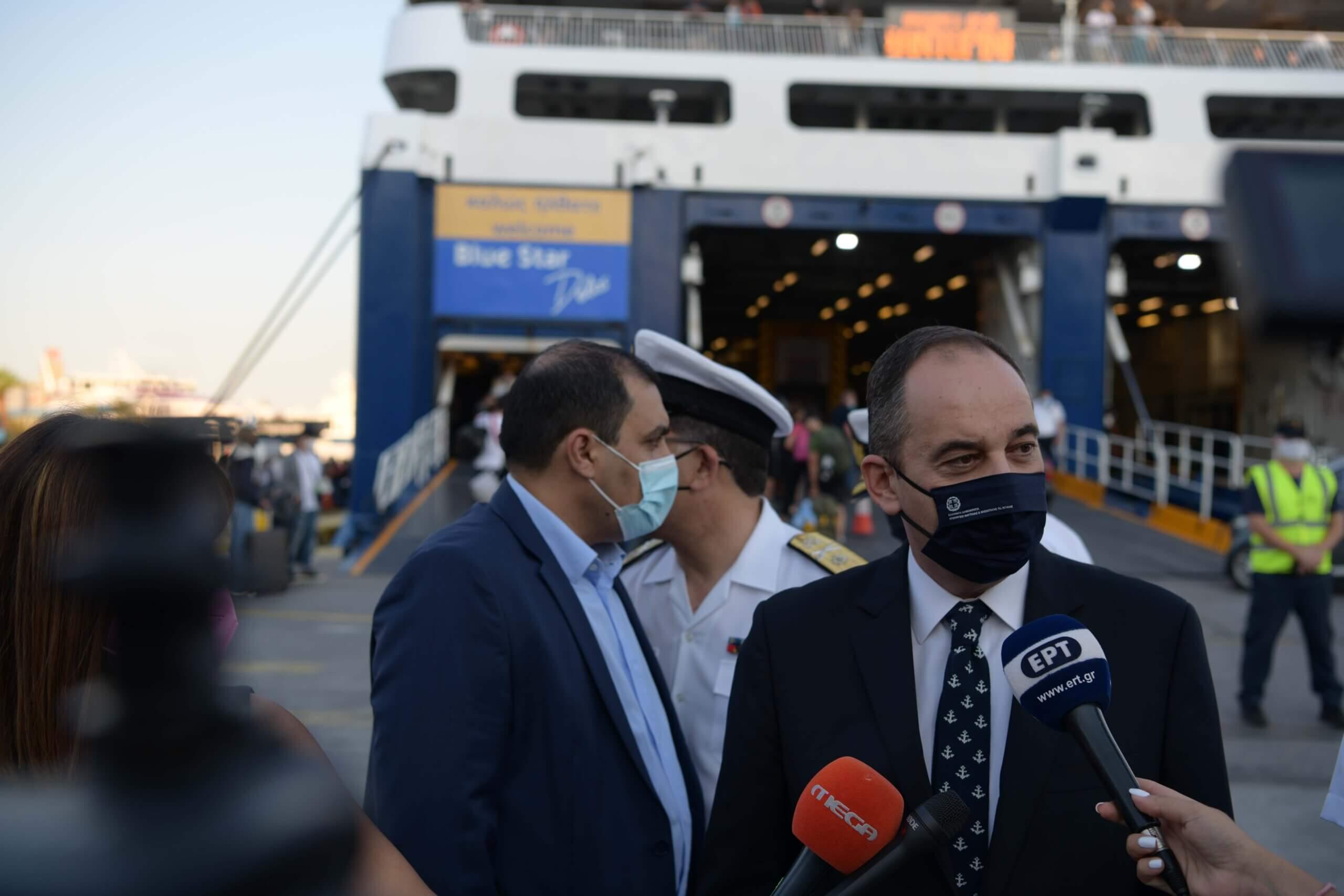 Γ. Πλακιωτάκης από το Λιμάνι του Πειραιά: Η πρόοδος του εμβολιαστικού προγράμματος σηματοδοτεί την πορεία επιστροφής στην κανονικότητα