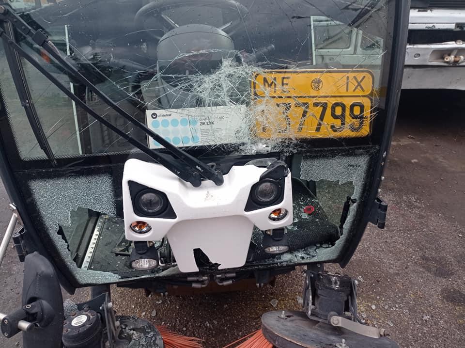 Πέραμα: Άγνωστοι έκαναν έφοδο στο αμαξοστάσιο του Δήμου, έσπασαν και έκλεψαν