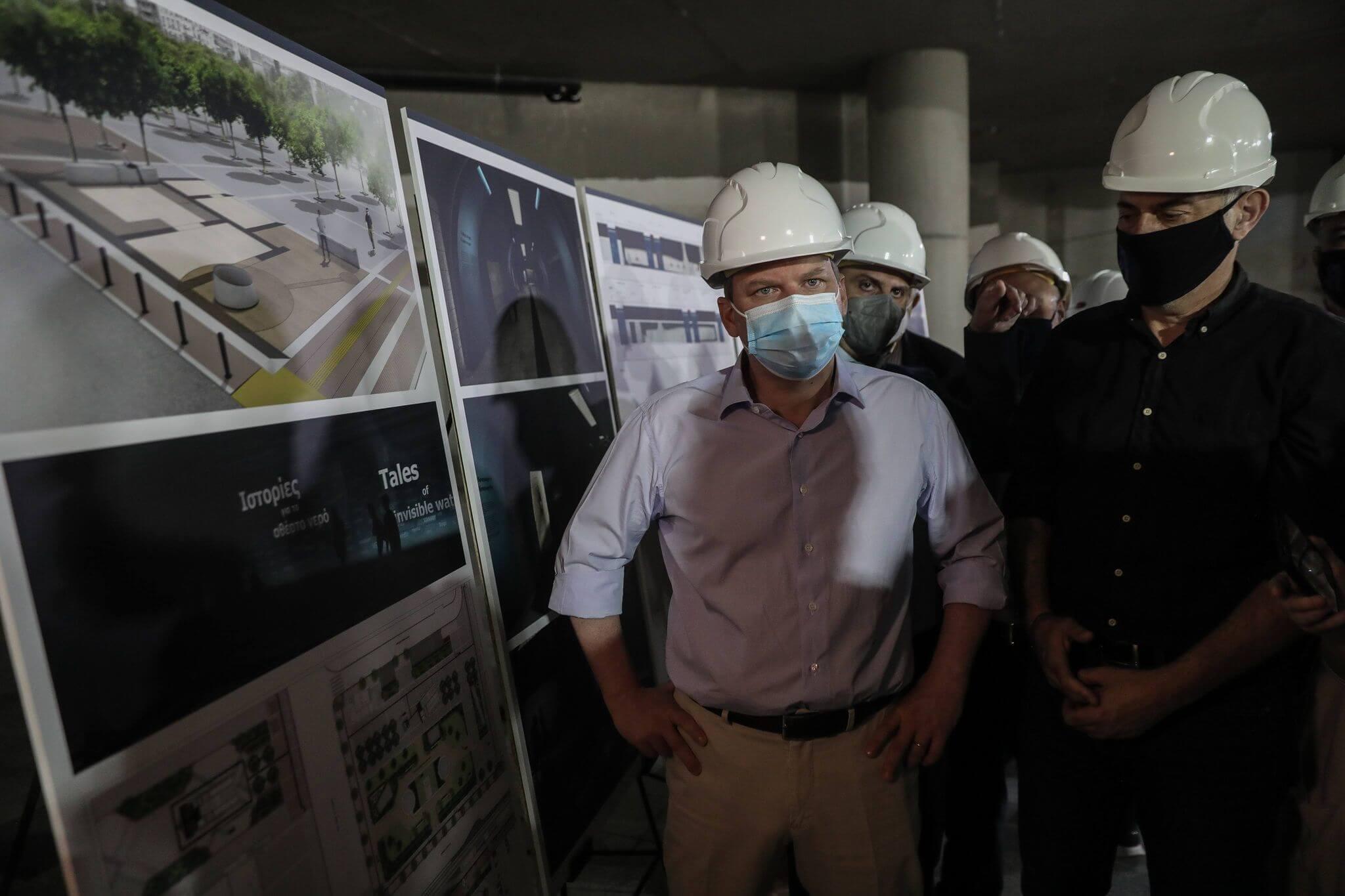 Πειραιάς: Γιάννης Μώραλης και Κώστας Καραμανλής στο εργοτάξιο του σταθμού μετρό