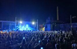 Αχαΐα: Ποιο lockdown - 2.000 κόσμος σε συναυλία του Χατζηγιάννη