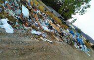 Εικόνες ντροπής στο Νεκροταφείο της Σαλαμίνας
