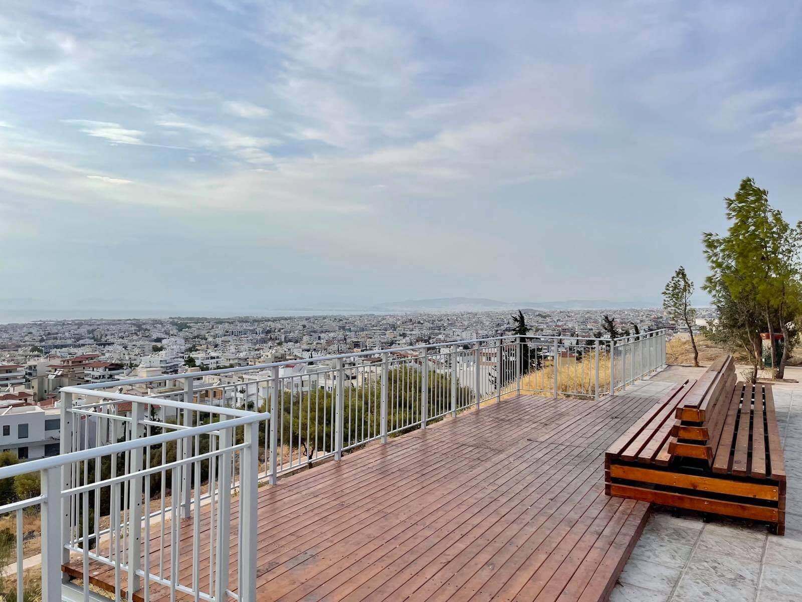 Δημόσιο μπαλκόνι με θέα στην Αιξωνή Γλυφάδας